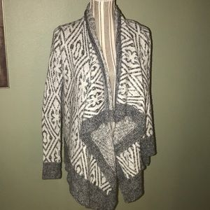 Abercrombie & Fitch Sweaters - Abercrombie & Fitch shrug sweater